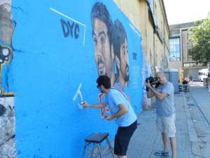 José Muñoz de Estopa firmando su graffiti en Segovia