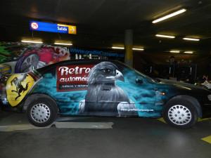Graffiti pintado en directo en un coche