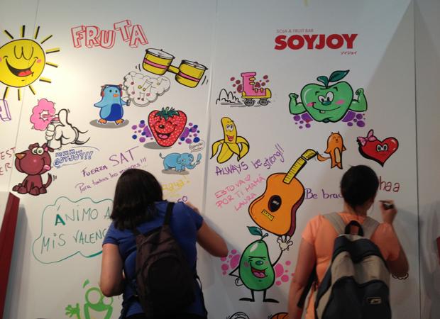 Graffiti-mural-participativo-en-stand-de-evento-en-Madrid