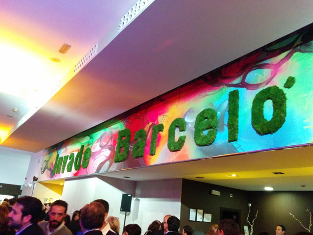 Decoración con graffiti de colores fluorescentes en evento en Madrid